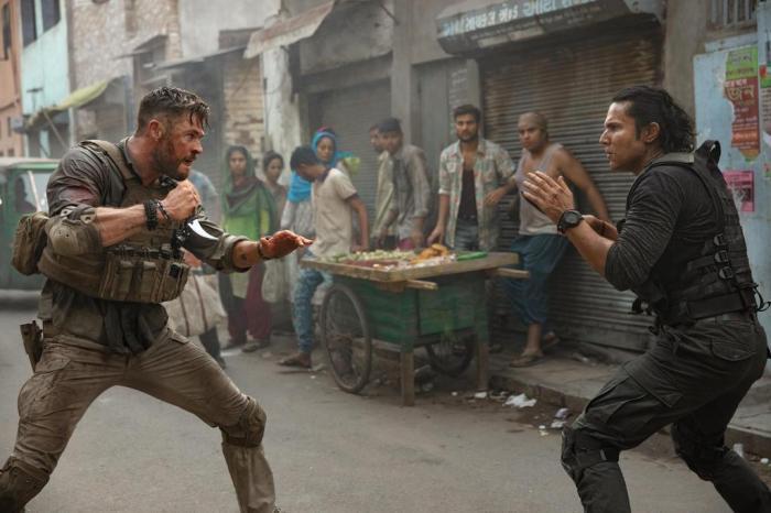 Briga entre Saju e Tyler no filme Resgate